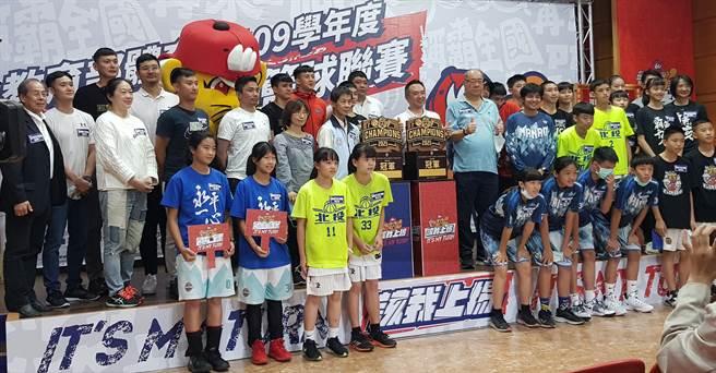 109學年國小籃球聯賽5月9日開打。(陳筱琳攝)