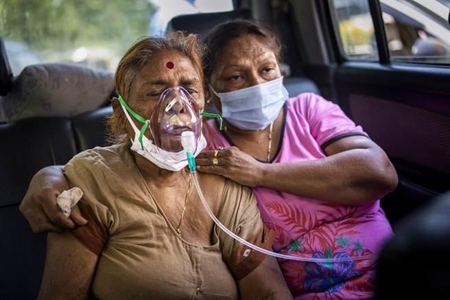 印度28日再新增逾36萬人染疫、3,000人病死,雙雙刷新紀錄,不過專家警告,實際染疫人數可能超過5億人、死亡人數達99萬。(圖/美聯社)
