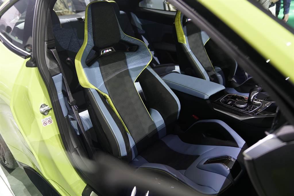 BMW M3與M4 Competition Racing Package搭載首次推出的「M專屬碳纖維賽車桶型座椅」,搭配大面積碳纖維材質大幅減輕9.6公斤,兼顧輕量與堅韌的全新設計。