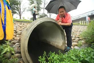 大里地下涵管疑排自来水 里长忧管线破损泄漏