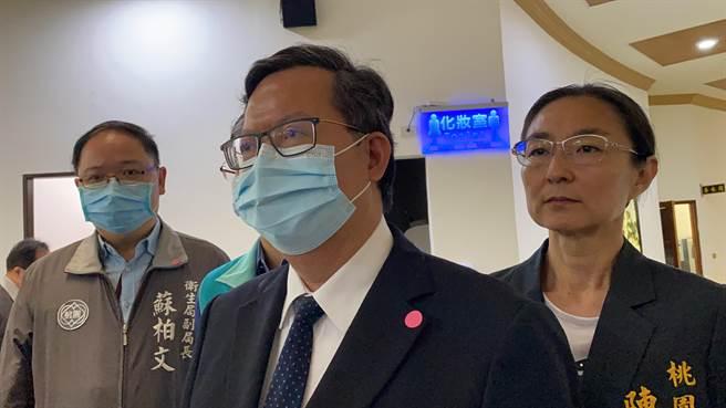 桃園市長鄭文燦29日受訪證實,華航諾富特飯店有主管確診染疫,且足跡遍及兩館、較複雜。(蔡依珍攝)