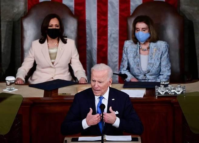 美國總統拜登今天利用他首場國會聯席會議演說,說明他的政府在上任100天期間做出哪些進展。(圖/路透)