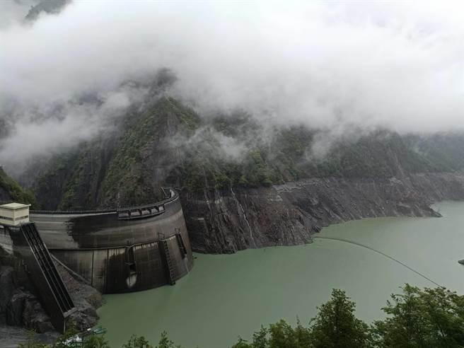 锋面过境德基水库集水区,水位较昨天止跌回升约36公分。(和平分局提供/王文吉台中传真)
