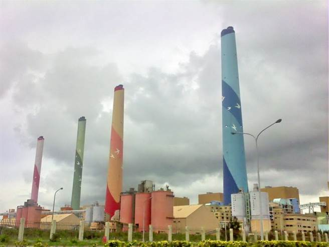 台中市長盧秀燕希望蔡總統支持台中抗空污的決心及減煤減碳策略,圖為台中火力發電廠。  台中市政府提供