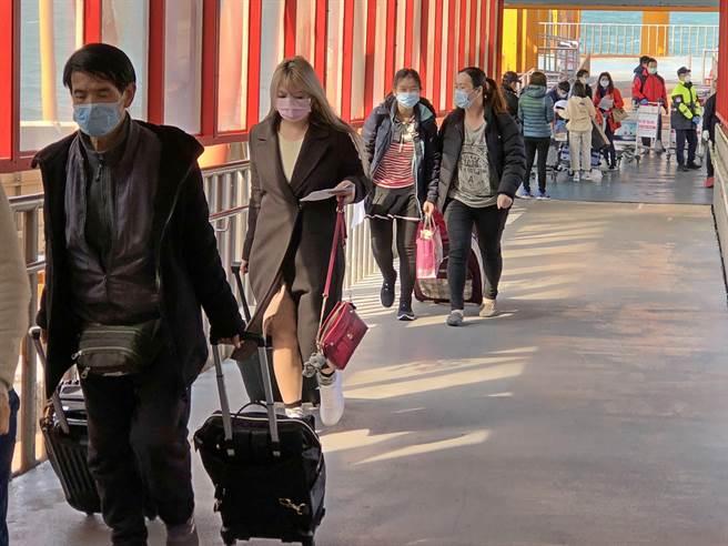 「小三通」停航衝擊金門各行各業,縣府期待在疫情可控、完備防疫條件的情況下復航。(李金生攝)
