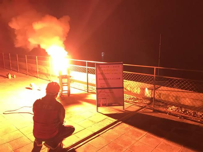 水利署增雨小組今天凌晨3點於在曾文水庫燃放焰劑,截至晚上7點集水區降雨量有14.3毫米。(南水局提供/劉秀芬台南傳真)
