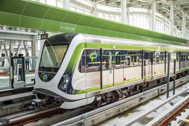 台中捷運綠線松竹站、大慶站及高鐵台中站,屬台鐵及高鐵的轉乘車站,密集捷運班次,大幅縮短民眾搭車時間。(盧金足攝)