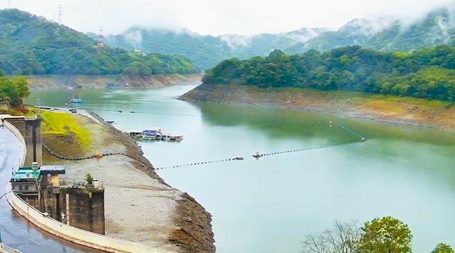 石門水庫受惠降雨,水位下降有減緩趨勢。(北水局提供/呂筱蟬桃園傳真)