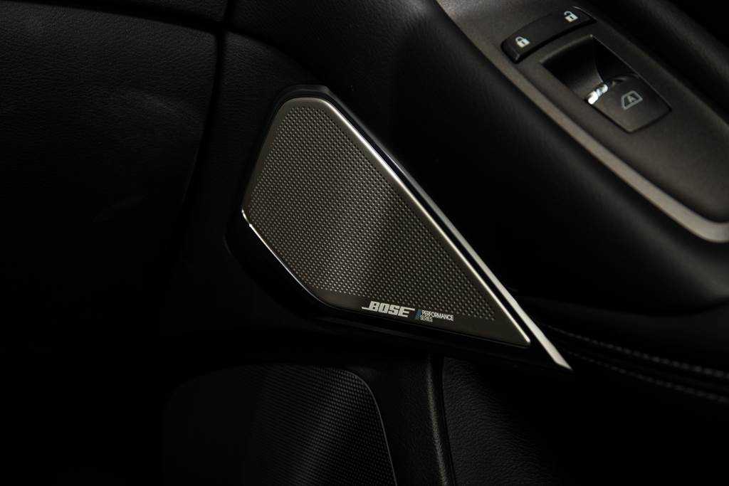標配BOSE Performance音響,配有16具揚聲器,效果極佳。