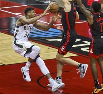 NBA》公鹿告急!字母哥只打46秒就扭傷右踝退場