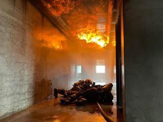 台中打火兄弟重裝訓練 提升火場應變力
