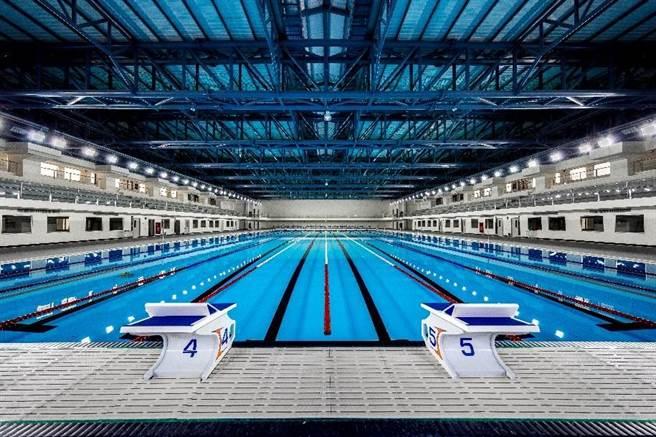 水情嚴峻,台中市政府配合中央宣布4月6日起台中、苗栗實施「供5停2」分區供水,台中20座公立泳池全面暫停開放。(盧金足攝)