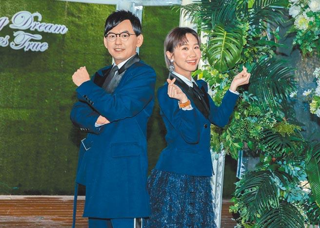 黃子佼(左)昨和Lulu出席東森新節目記者會。(粘耿豪攝)