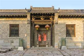 300年老宅破到只剩牆 內藏7道聖旨 網驚呼太寶貴