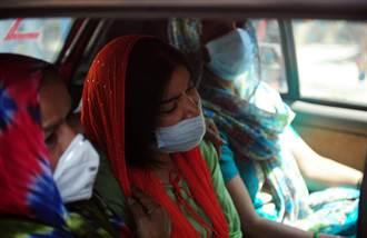 上海女逃难回国:机票暴涨至3万多元 印度人看淡生死