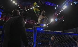 格鬥》精典回顧 63公斤女拳手把240公斤巨漢「壓在地上打」