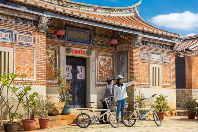 金門縣府新規畫5條自行車路線,引領車友穿梭漫遊沿途美景,也深入體驗聚落人文風情。(金門縣府觀光處提供)