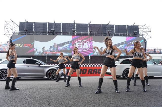 賽車女孩團體「浩星女孩」帶來令人血脈噴張的開場演出。(王文吉攝)