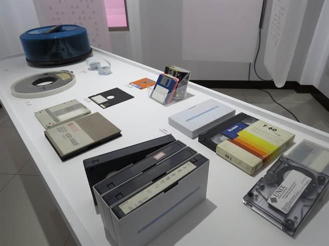 「二進位博物館─電腦文物主題展」今起至6月13日於新竹市青少年館盛大展出。(陳育賢攝)