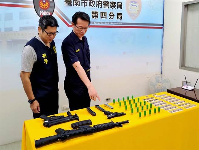 警方起出的大批槍彈,有如小型軍火庫。(讀者提供/洪榮志台南傳真)
