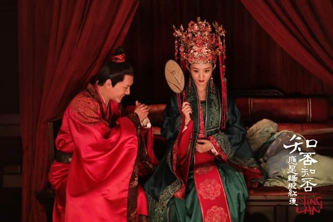 趙麗穎、馮紹峰在《知否》大婚畫面甜炸。(取自《知否?知否?應是綠肥紅瘦》官方微博)