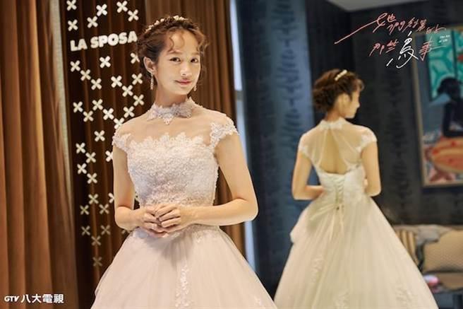 簡嫚書在劇中穿兩次婚紗。(八大提供)