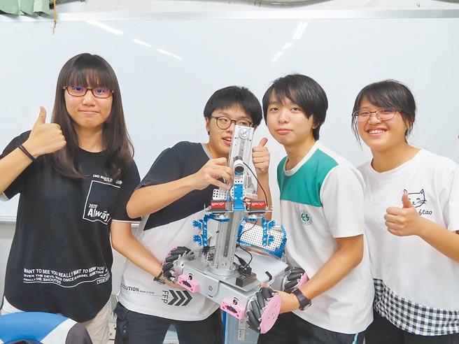 竹山高中學生參加勞動部機器人技能競賽,表現優異。(竹山高中提供/廖志晃南投傳真)
