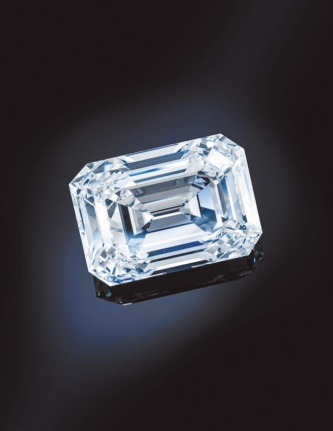 佳士得今明兩天在台北舉辦預展,展出一只「The Spectacle」100克拉D色無瑕大鑽石,起拍價1200萬美金。(Christie's提供)