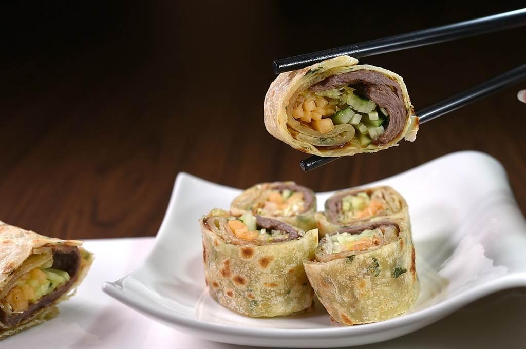 一鵝多吃的〈金銀財寶鵝〉,第二吃是〈鵝肉捲餅〉。(圖/姚舜)