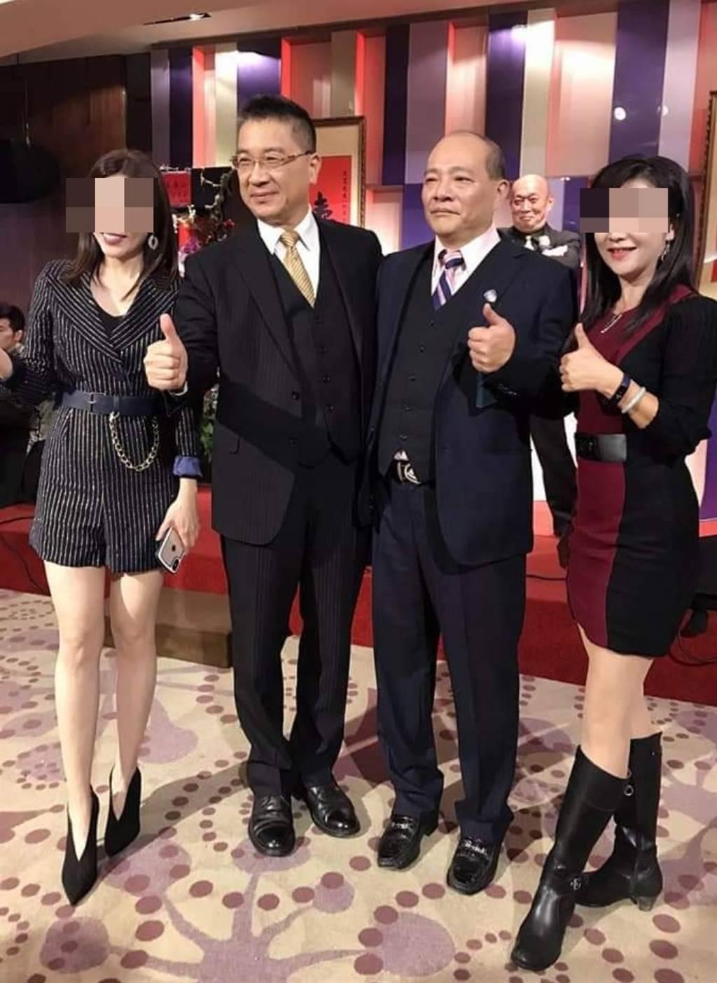 徐國勇與趙映光因地方人士介紹後熟識,去年12月受邀參與趙映光父親的壽宴。(翻攝自臉書)