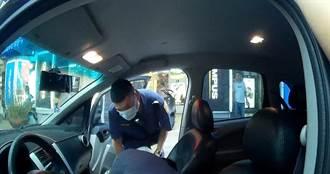 台中自小客違停路中交通大亂 員警衝上前一看駕駛已昏迷