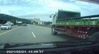 名車違規跨越雙黃線 台東駕駛生死一瞬間