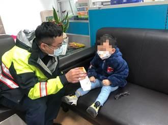 處理車禍充當臨時保姆 暖警助孩童返家