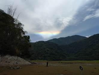 日月潭天空驚見夢幻七彩雲 氣象站人員解釋原因