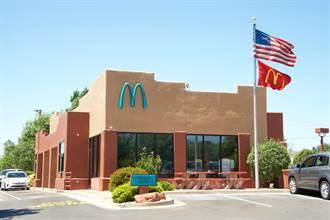 全球唯一「藍拱門」麥當勞 神奇理由求換色意外爆紅