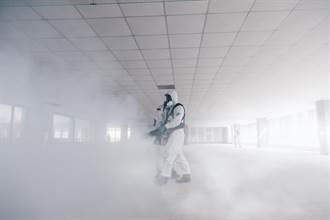 陸軍33化學兵群 協助消毒華航3棟大樓