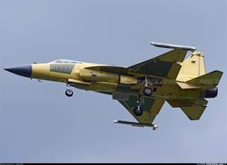 中巴JF-17 Block III原型機 掛上霹靂10飛彈