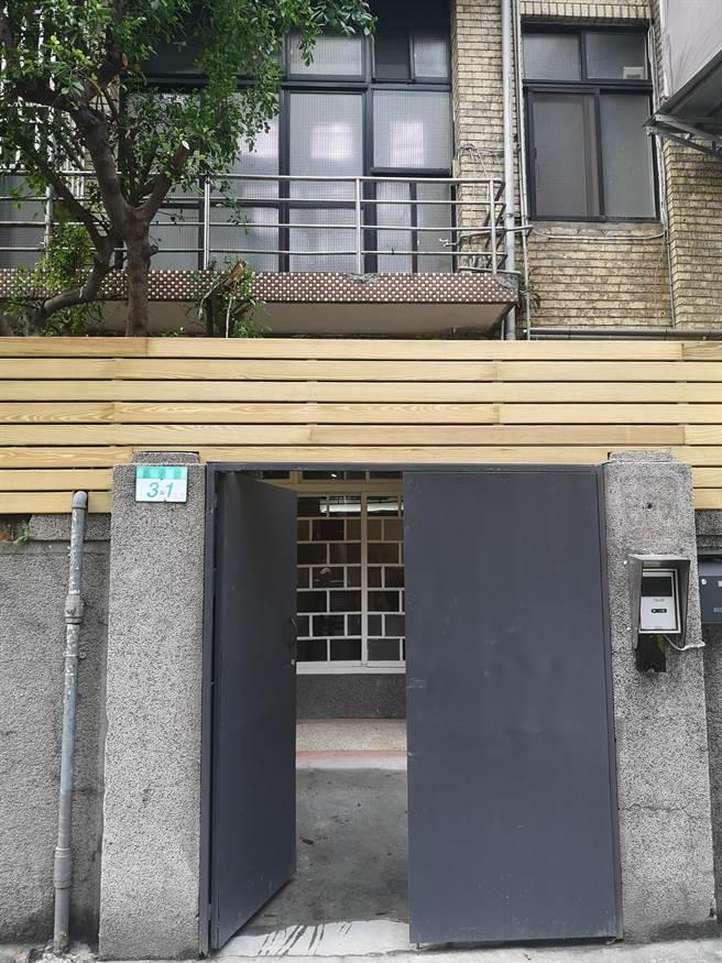〈中山對酌〉隱身在台北市中山區晴光商圈65年的老宅一樓,外表完全看不出是一餐廳,非常私密。(圖/姚舜)