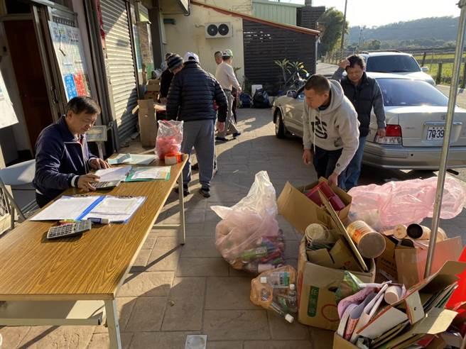台中市外埔清潔隊成立希望資收站,回收所得做為公益基金用以照顧弱勢。(台中市環保局提供/王文吉台中傳真)