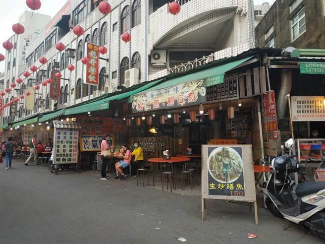 得知確診者曾到雲林縣北港鎮熱炒店用餐,1桌客人受影響離去。(張朝欣攝)