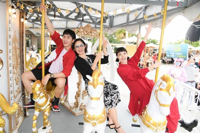 劉瑞琪帶林孫煜豪及王真琳現身內湖市集,提早參與母親節活動。(三立提供)