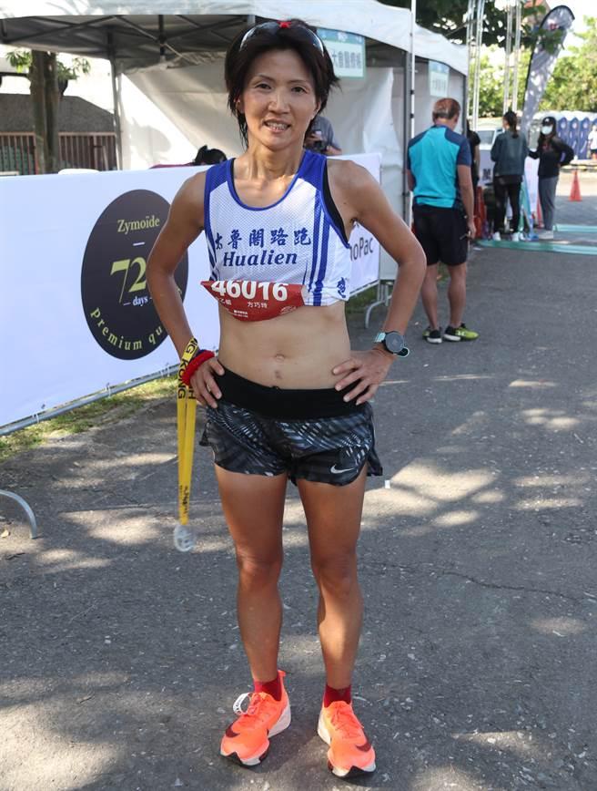 2021金剛馬女子組冠軍方巧玲以3小時23分29秒完成2連霸。(大會提供)