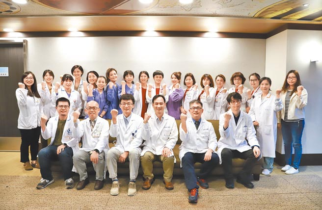 羅東博愛醫院肺阻塞跨領域照護團隊於2021年4月通過醫策會肺阻塞疾病品質認證。(羅東博愛醫院提供)