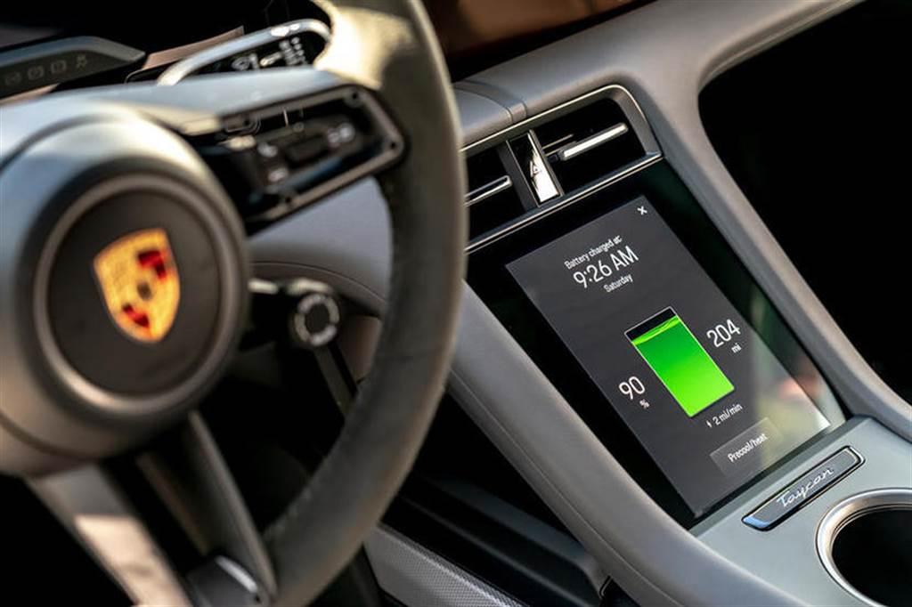 保時捷:電動車不是智慧型手機,不會太頻繁推出 OTA 更新