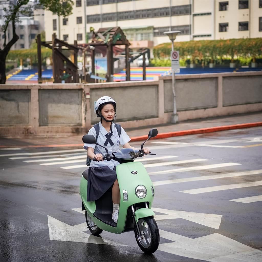 eMOVING電動自行車春夏新色登場,配備升級。