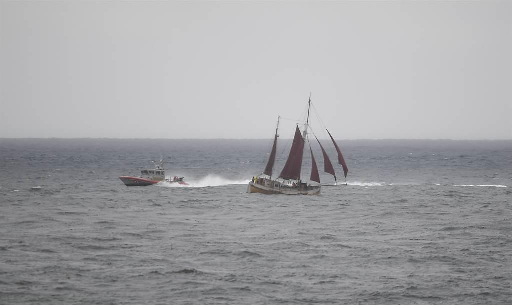 美国海岸防卫队出海搜救的画面。图/美联社(photo:ChinaTimes)