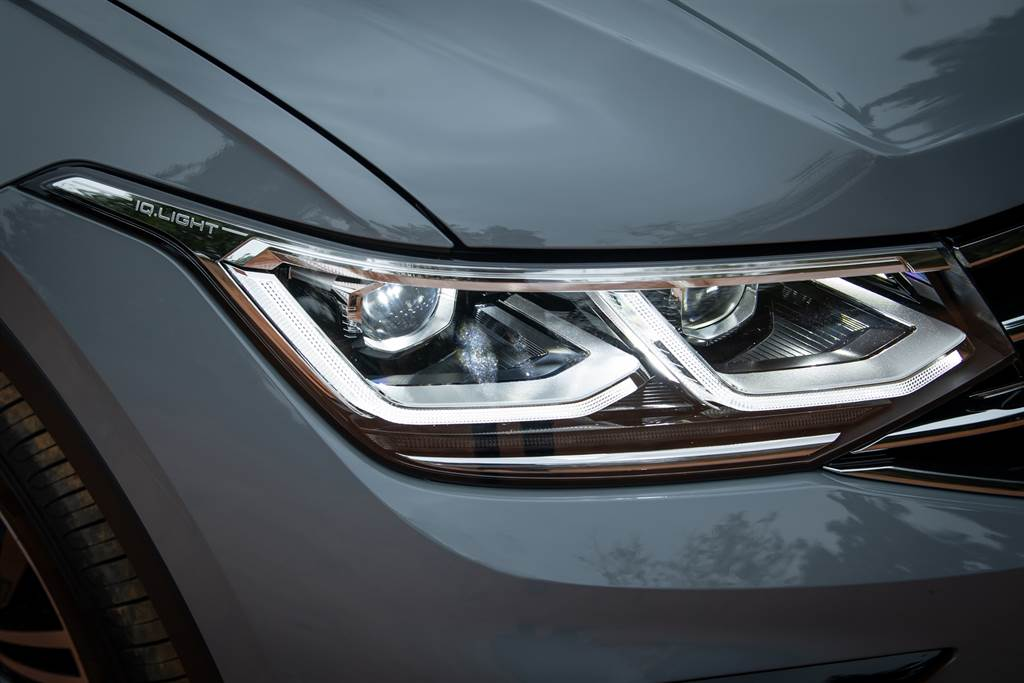 Tiguan搭載IQ.LIGHT智慧燈組:LED Matrix 矩陣式頭燈,依據不同環境提供最佳照明。