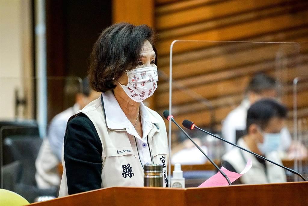 宜蘭縣長林姿妙今天在縣議會施政總報告,但議員認為,報告中並沒有針對近期疫情延燒的問題因應。(李忠一攝)