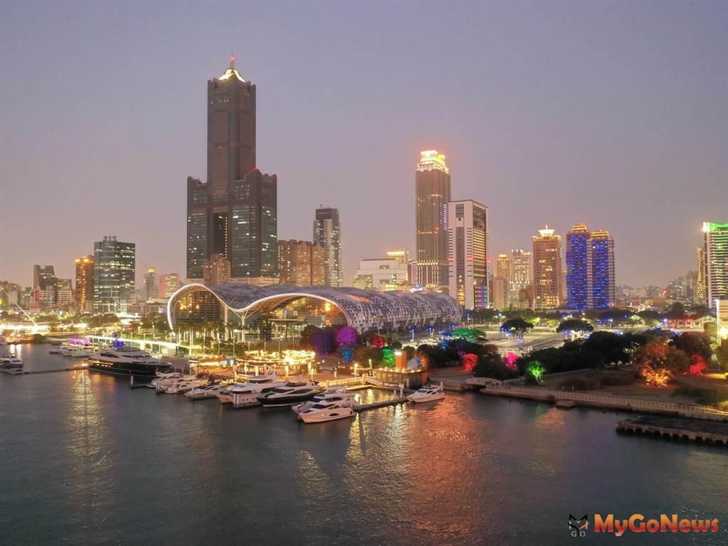 亞灣夜間打卡新亮點,璀璨燈光照亮軟科二期綠地(圖/高雄市政府)