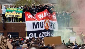 足球》曼聯數千球迷暴動 霸佔球場打傷警察